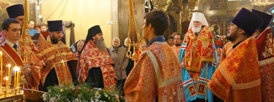 Благочинный возглавил служения в день памяти Святителя Николая