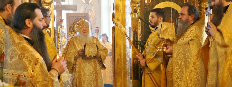Благочинный сослужил митрополиту Ювеналию на Рогожке