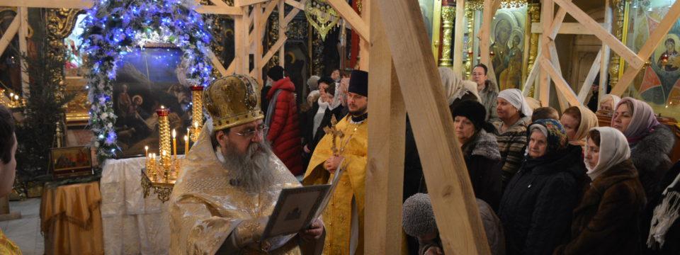 Благочинный в Рождество Христово возглавил позднюю Литургию
