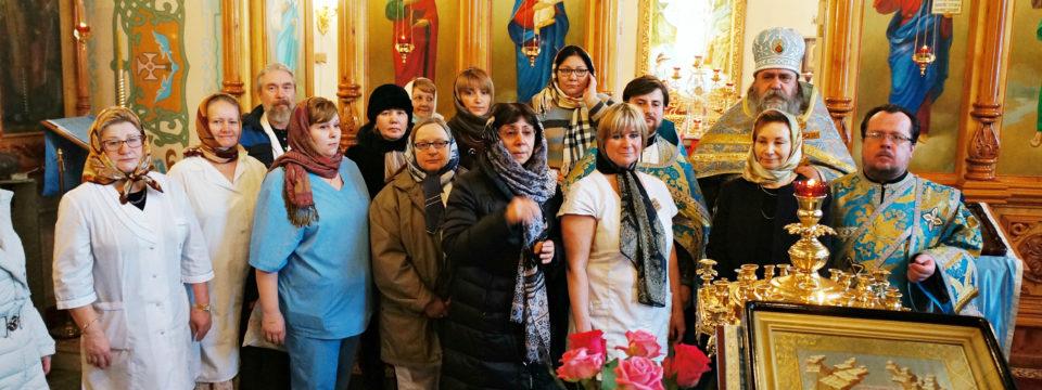 Благочинный совершил богослужения в храме при ГКБ№29
