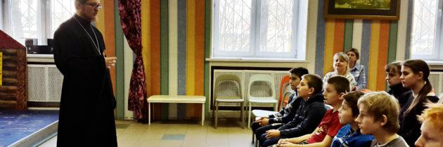 В день православной книги прошла встреча батюшки со школьниками