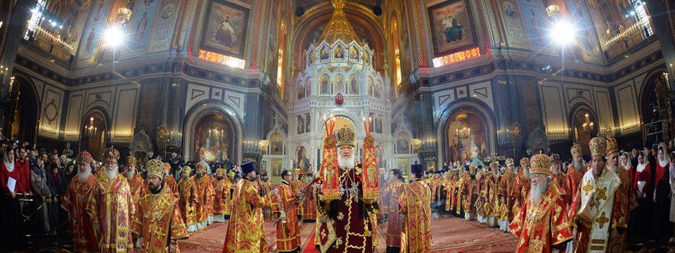 В день Христова Воскресения Патриарх Кирилл совершил Пасхальную вечерню в Храме Христа Спасителя