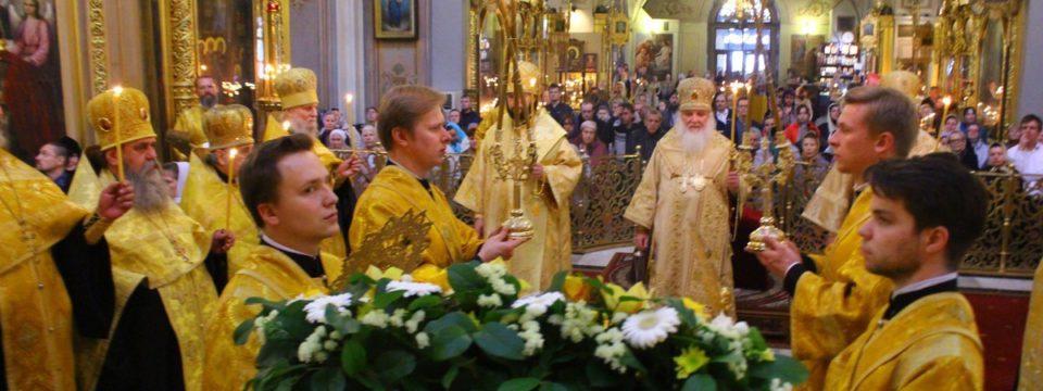 В день памяти Свт Алексия благочинный сослужил в Богоявленском