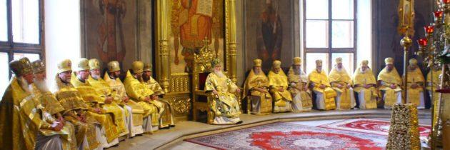 Благочинный сослужил митрополиту Арсению, в день его тезоименитства
