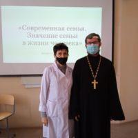 встреча священника со студентами