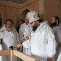 Викарий совершил великое освящение Толгского храма