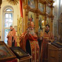Благочинный возглавил богослужения в храме Воскресения Словущего